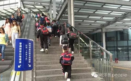 各个口岸都开设了跨境学童专用通道。新京报记者 安钟汝 摄