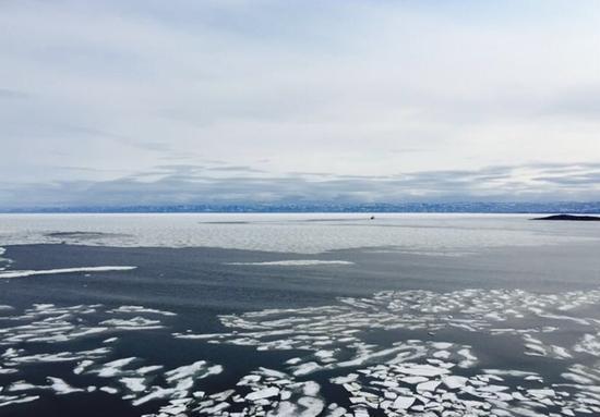 伊卡卢伊特北冰洋沿岸景色