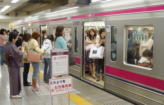 歧视?贴心?郑州有了女性专用公交你支持吗?