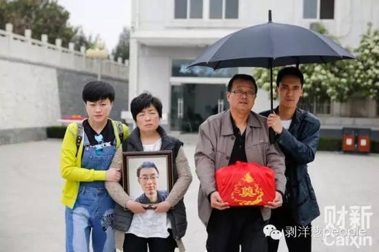 4月13日,陕西咸阳,魏则西是家中的独生子,也是父母的骄傲。