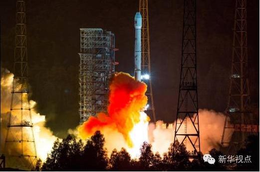 """(2015年11月21日0时07分,我国在西昌卫星发射中心成功将""""老挝一号""""通信卫星发射升空。新华社记者 覃海石摄)"""