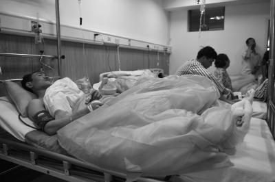 5月8日,伤者在泰宁县医院接受治疗。