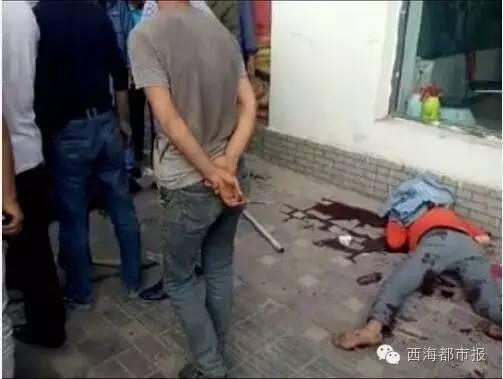 被害人倒在血泊中