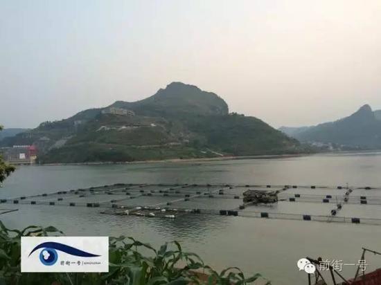 岩滩水电站上游,很多村庄已淹没在库区水下。