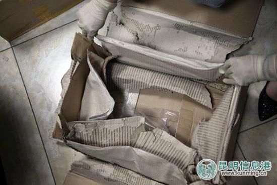 纸箱夹层藏毒。警方供图