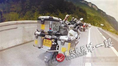 ▲现场拦停的局部摩托车