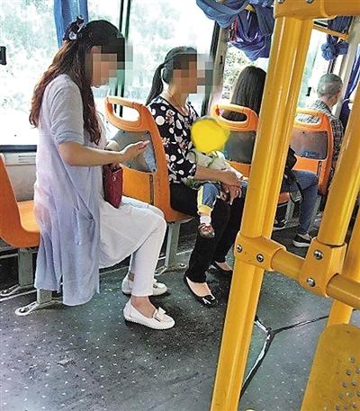 孩子公交车上的尿液