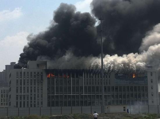郑州高新区一服装厂发生连续爆炸 多人被困
