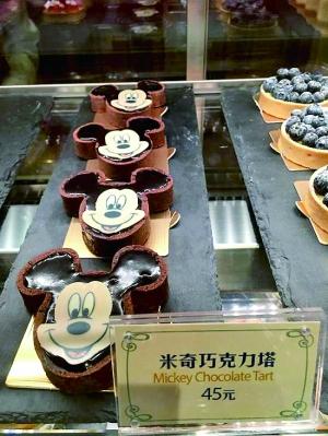 有旅客反应上海迪士尼内食物售价不菲。