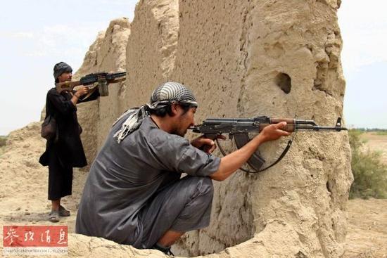 资料图:塔利班武装分子在阿富汗昆都士活动。(法新社)