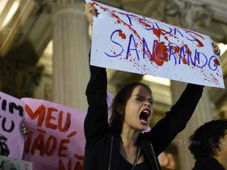 巴西少女遭轮奸震惊全国 上千民众抗议