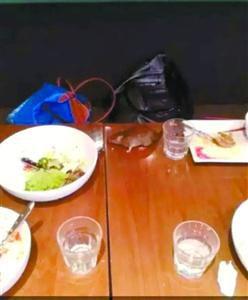 老鼠被主顾吓得甩在餐桌上 视频截图