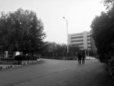 5月23日上午,曾有百余人在晋城监狱门口接程幼泽出狱。京华时报记者 怀若谷 摄
