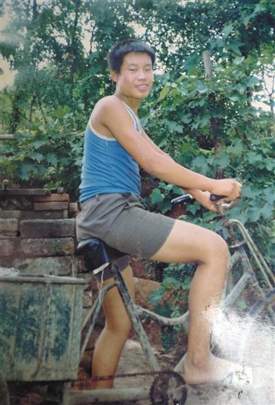 聂树斌生前照片翻拍。