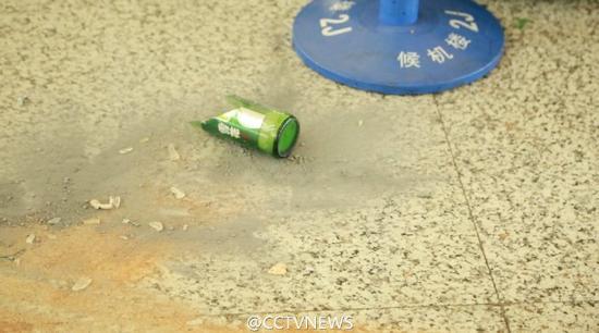 上海警方:嫌疑人在浦东机场投掷爆炸物后割颈