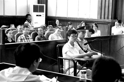 图为张叶在法庭受审。苏畅才 摄