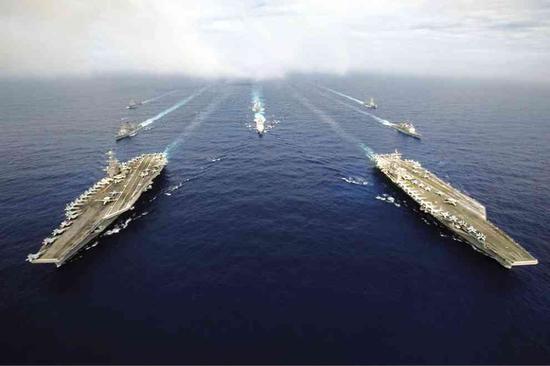 美军集结两艘航母 菲附近海域练兵
