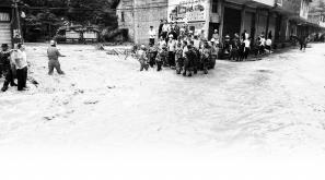云南暴雨致44名幼儿和13名老师被洪水围困