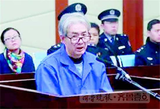 日照市委原常委、统战部长万同庭审画面。(资料片)