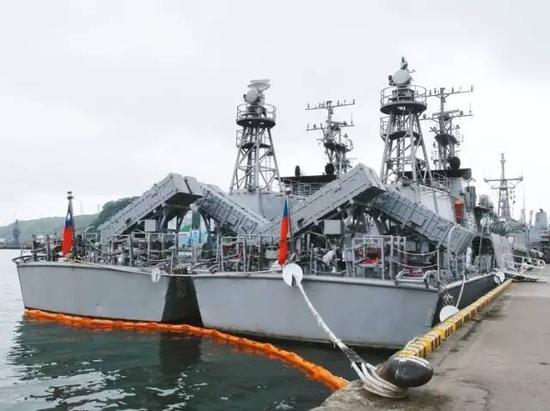 锦江级巡逻舰舰尾装备的反舰导弹