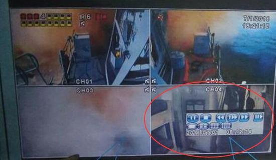 画面显示导弹弹道口开启射击,不过最关键的战勤没有任何画面曝光。另一支监视器则是对着女士官兵的寝室。
