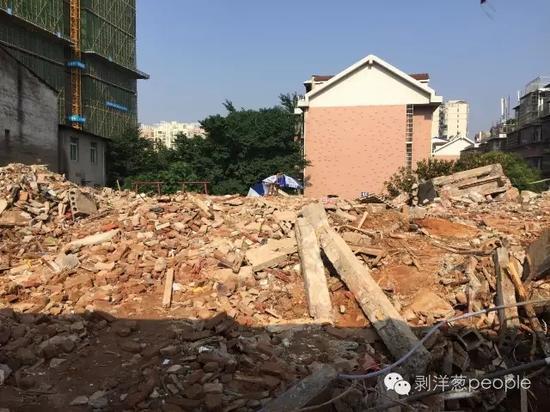 龚雪辉的家被强拆,21天后,在废墟中发现了她的尸体。新京报记者刘子珩_摄
