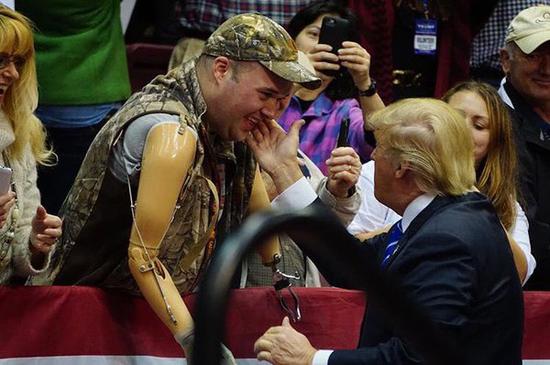 支持特朗普的美军退役士兵。