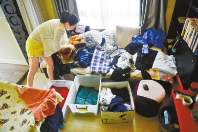 衣橱整理在成都才刚刚兴起,90后妹子邓美大胆创业,一年多来已经服务了六七十家客人。