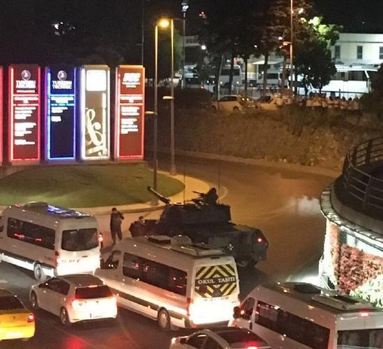 土耳其政变:坦克上街