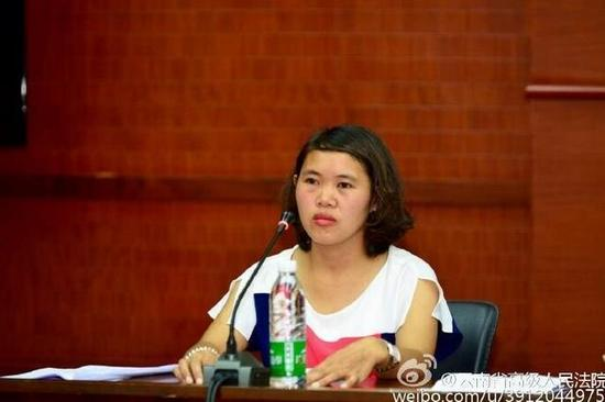 7月8日,钱仁风在申请国家赔偿听证会上。图片来源:云南省高级人民法院官方微博