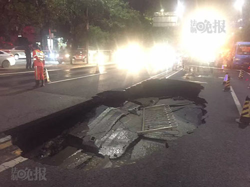马家堡东路路面塌陷