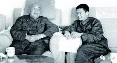 """1974年,""""小排长""""刘建向朱德元帅汇报在部队当兵的体会"""