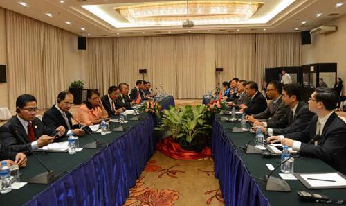 王毅会见柬埔寨国务兼外交国际合作部大臣布拉索昆