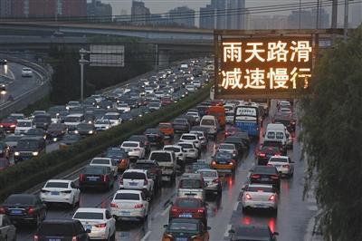 6月14日,望京桥,晚高峰双方向拥堵。新京报记者 侯少卿 摄