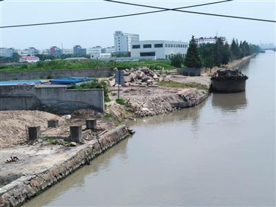 <a href=../ep/?%C9%CF%BA%A3--1.htm>上海</a>惠宾码头,倾倒在苏州太湖和南通海门的部分垃圾,正是从此运出。