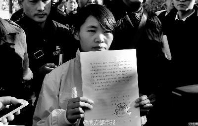 图为2015年12月21日,云南省高院宣判钱仁风无罪