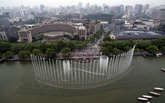 这是经过改造的西湖音乐喷泉(5月24日摄)。8月4日,距离G20杭州峰会开幕还有一个月。新华社记者 黄宗治 摄