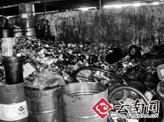 机油桶,严重污染了环境