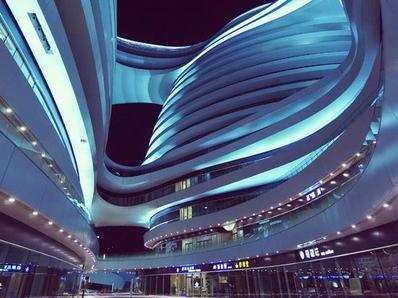 """外星来客""""银河SOHO""""-北京夜随拍"""