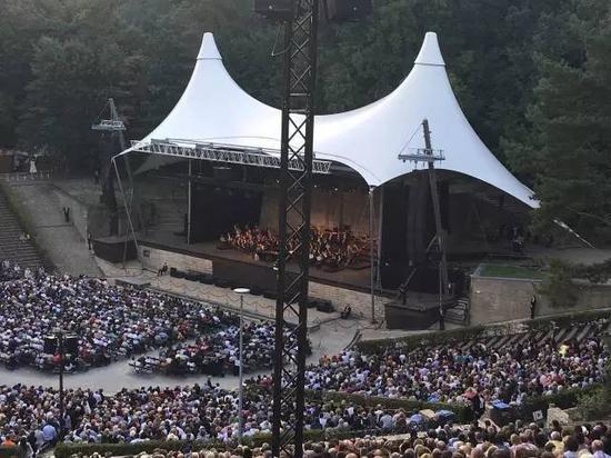 露天丛林音乐会。(作者摄)