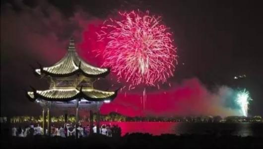 G20峰会文艺演出将以烟花结尾。这是近日西湖景区绽放烟花的资料照片。