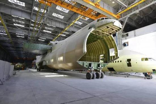 第二架安-225原本的完工程度为70%,但现已闲置,为现有唯一的一架安-225作备件