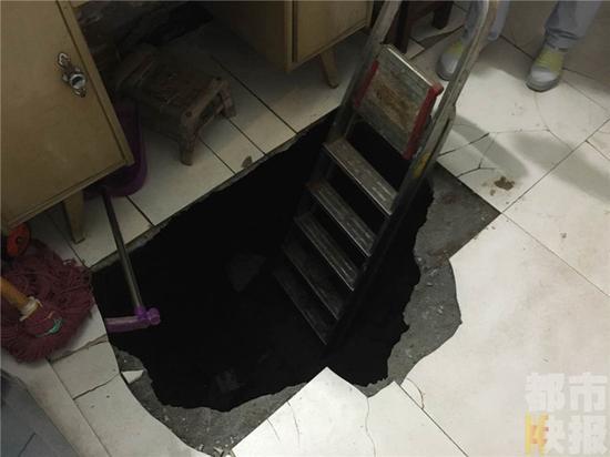 西安一居民卧室地面突然塌陷