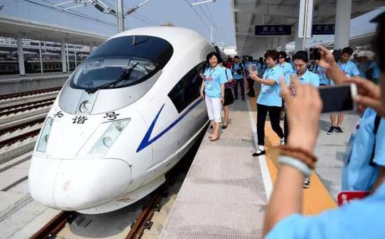 2016年8月18日上午,河南省郑州市,展开试乘活动,标志着郑徐客专按图运行试验正式拉开帷幕。