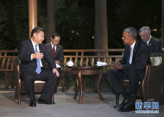 9月3日晚,国家主席习近平在杭州西湖国宾馆与前来出席二十国集团领导人杭州峰会的美国总统奥巴马交谈。 新华社记者 兰红光 摄 图片来源:新华网