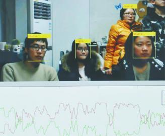 9月9日,魏骁勇向记者介绍利用人脸识别技术分析上课效果。