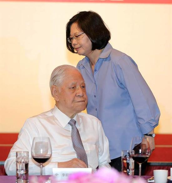 台湾不当党产大火恐将烧到蔡英文家族及李登辉身上。(图片来源:台湾《时报周刊》)