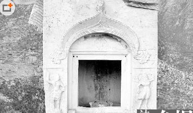 千年唐塔佛龛门被盗摔毁