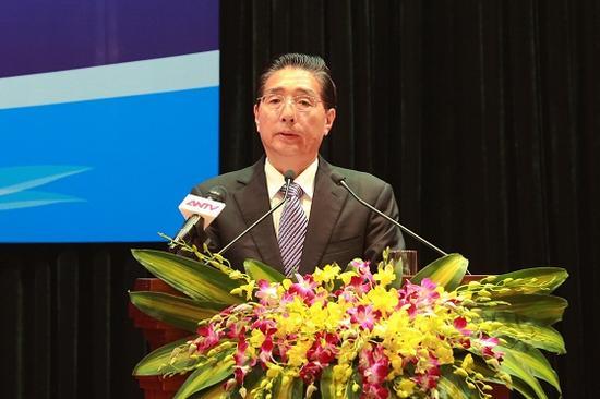 9月25日,国务委员、公安部部长郭声琨在河内与越共中央政治局委员、公安部部长苏林举行会谈,并共同主持中越两国公安部第五次合作打击犯罪会议。