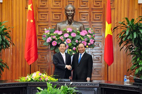 9月26日,越南总理阮春福在河内会面中国国务委员、公安部部长郭声琨。